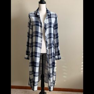 💙💙Blue and white plaid duster by Vintage Havana